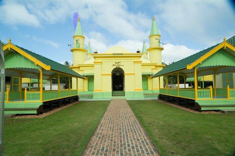 Rileks Dulu di Tempat Wisata di Sekitar Universitas Maritim Raja Ali Haji