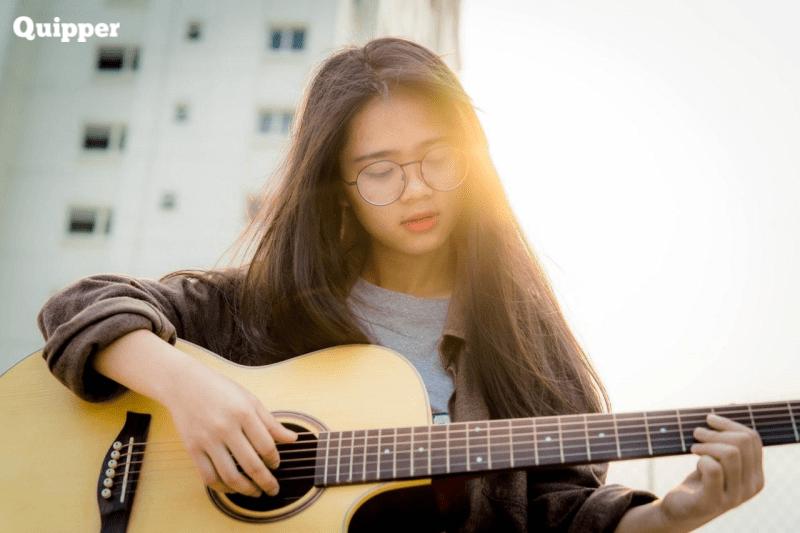 Yuk, Dengarkan 10 Lagu Semangat Ini untuk Mood Booster Kamu!