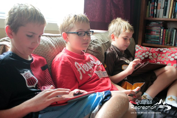 Multiplayer game session of Minecraft with three devices