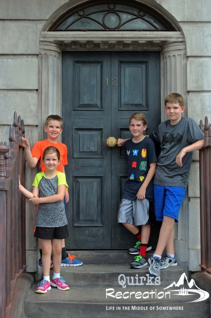 four children in front of 12 Grimmauld Place Universal Studios