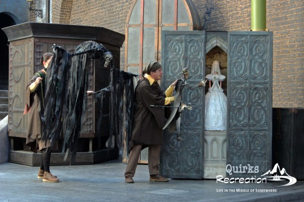 troupe of performers at Wizarding World Diagon Alley Universal Studios