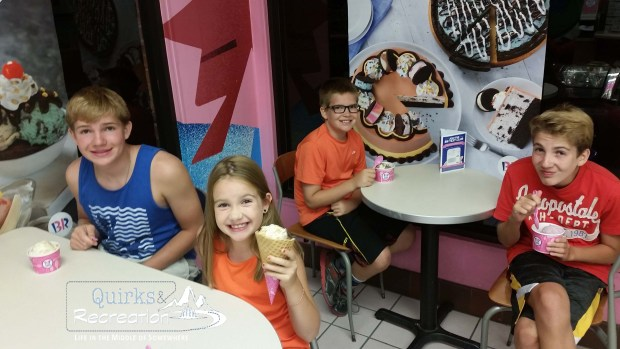kids eating at Baskin Robbins