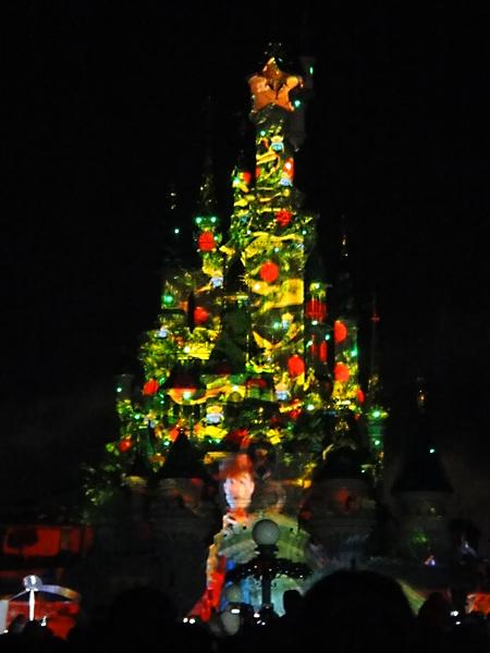 new-years-eve-light-display-disneyland-paris