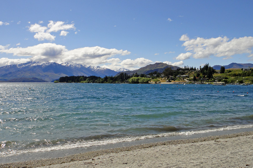 Gorgeous Lake Wanaka in New Zealand