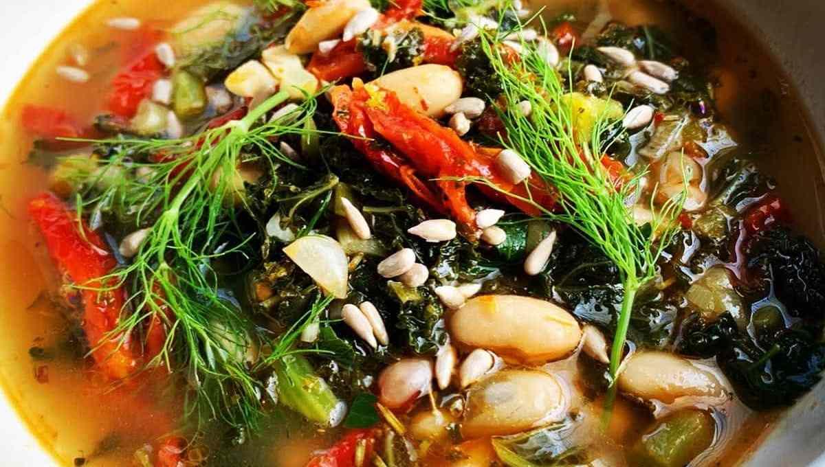 Tuscan Cannellini Bean & Kale Soup