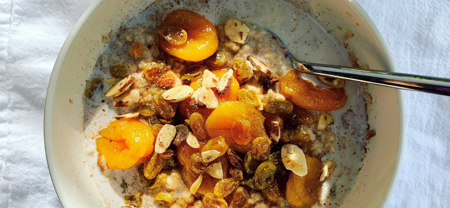 Spiced Apricot & Golden Raisin Oatmeal