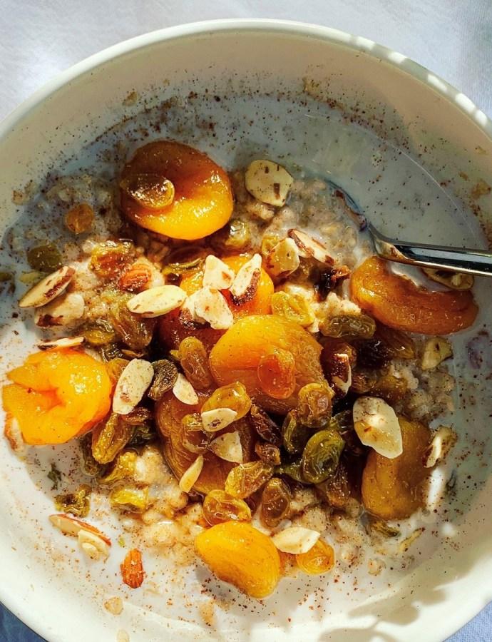 Spiced Apricot & Golden Raisin Oatmeal