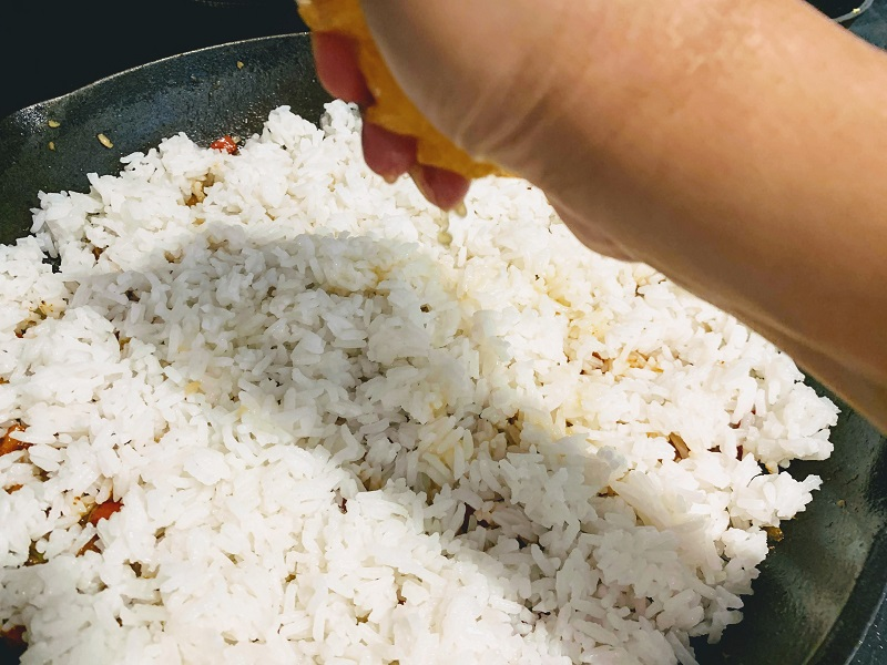 Orange Basil Chicken Fried Rice_squeeze orange on rice
