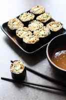 Satay soba sushi.