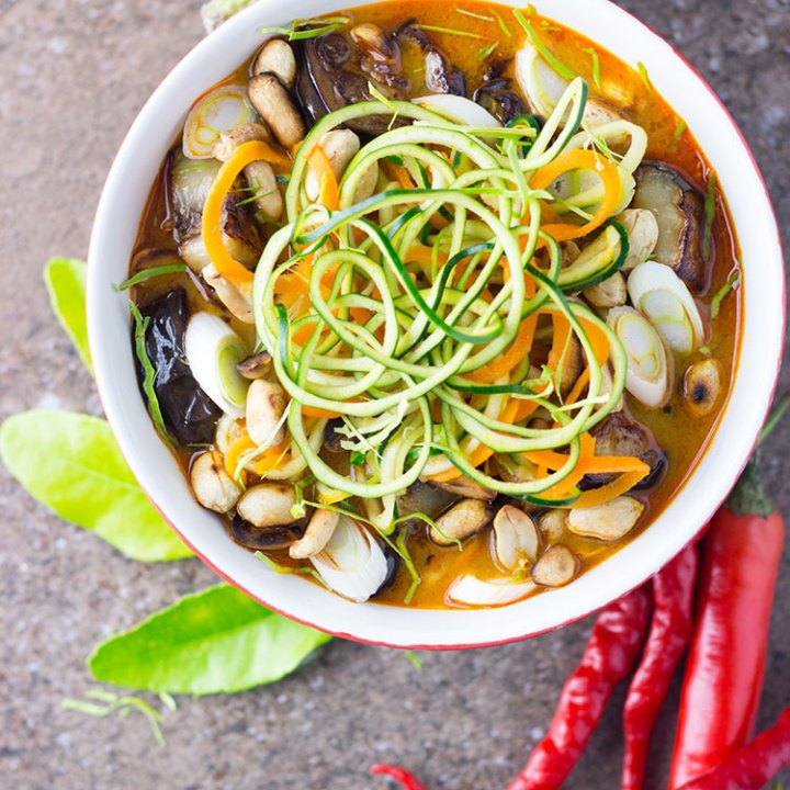 Thai zoodle soup with eggplant and peanuts (vegan and gluten free).