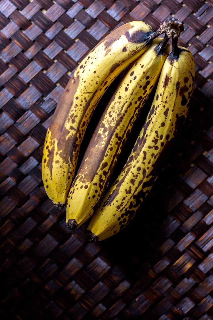 Photo of old bananas (very ripe).