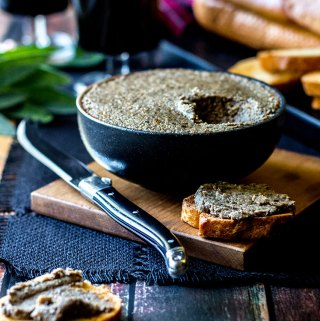 Mushroom and hazelnut vegan pâté