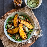 Baked sweet potato with crunchy chickpeas and parsley pesto.