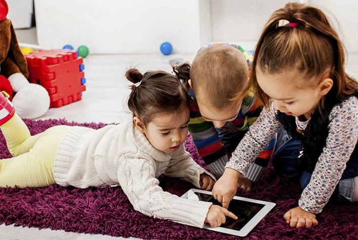 Los niños de entre 2 y 3 años son más propensos a responder a pantallas táctiles