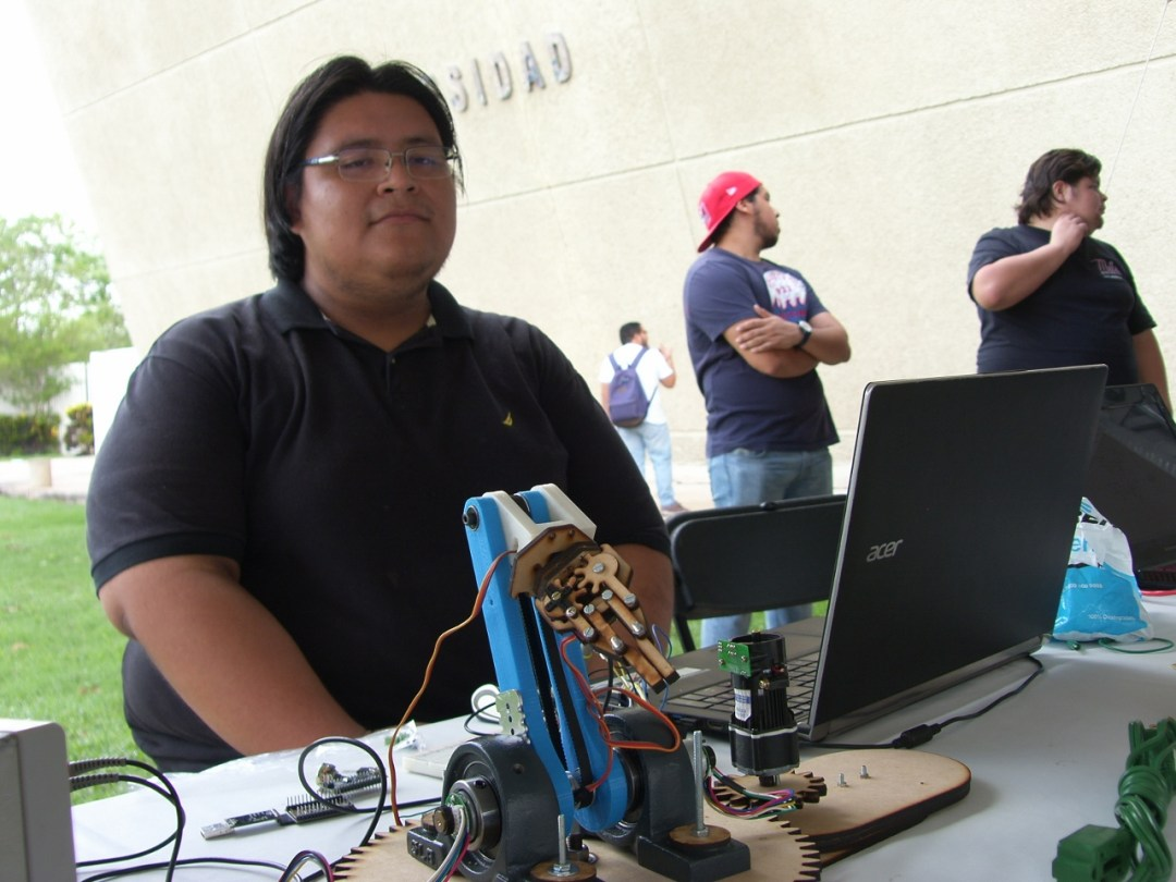Dr. Gripper  | Ingeniería Mecatrónica 8° semestre. El proyecto representa el sistema de control PID en un brazo robótico