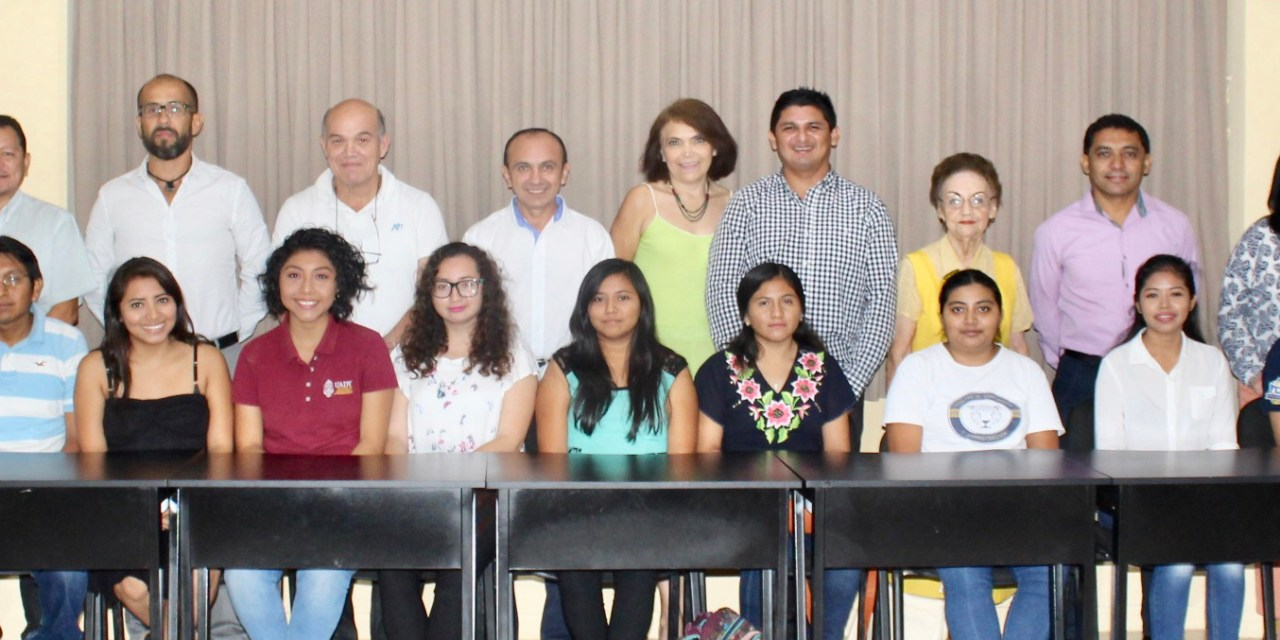 """""""Padrinos Académicos"""" iniciativa para reducir el índice de deserción escolar en la UADY"""