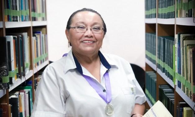 """Ofir del Carmen Pavón Nava del CICY recibe la Medalla al Mérito Bibliotecario """"Mireya Priego de Arjona"""""""