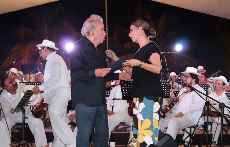 Con trova yucateca se clausura Festival del Coco