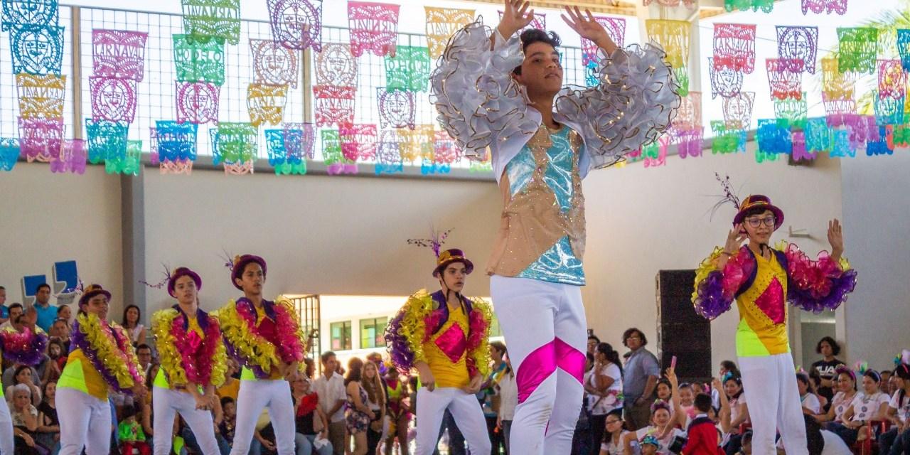 Escuela Modelo Festeja al Rey Momo