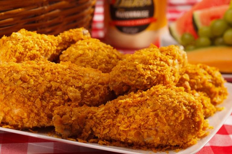 carne de frango empanada frita