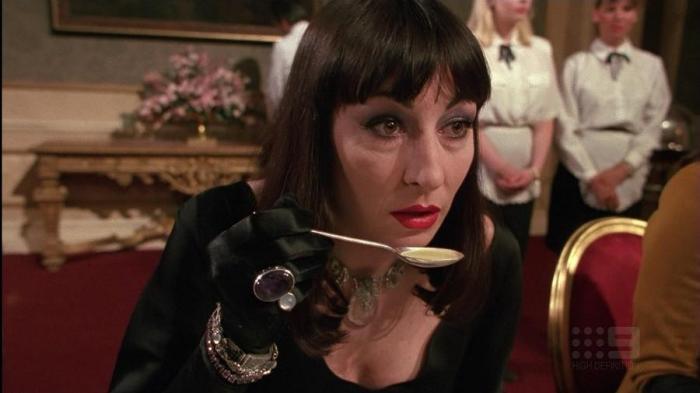 filme de bruxa convenção de bruxas - bruxa principal jantando