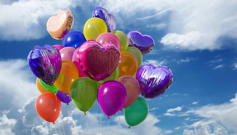 balões coloridos de comemoração de aniversário