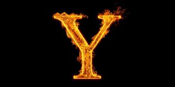 imagem com a letra Y pegando foto e o fundo preto
