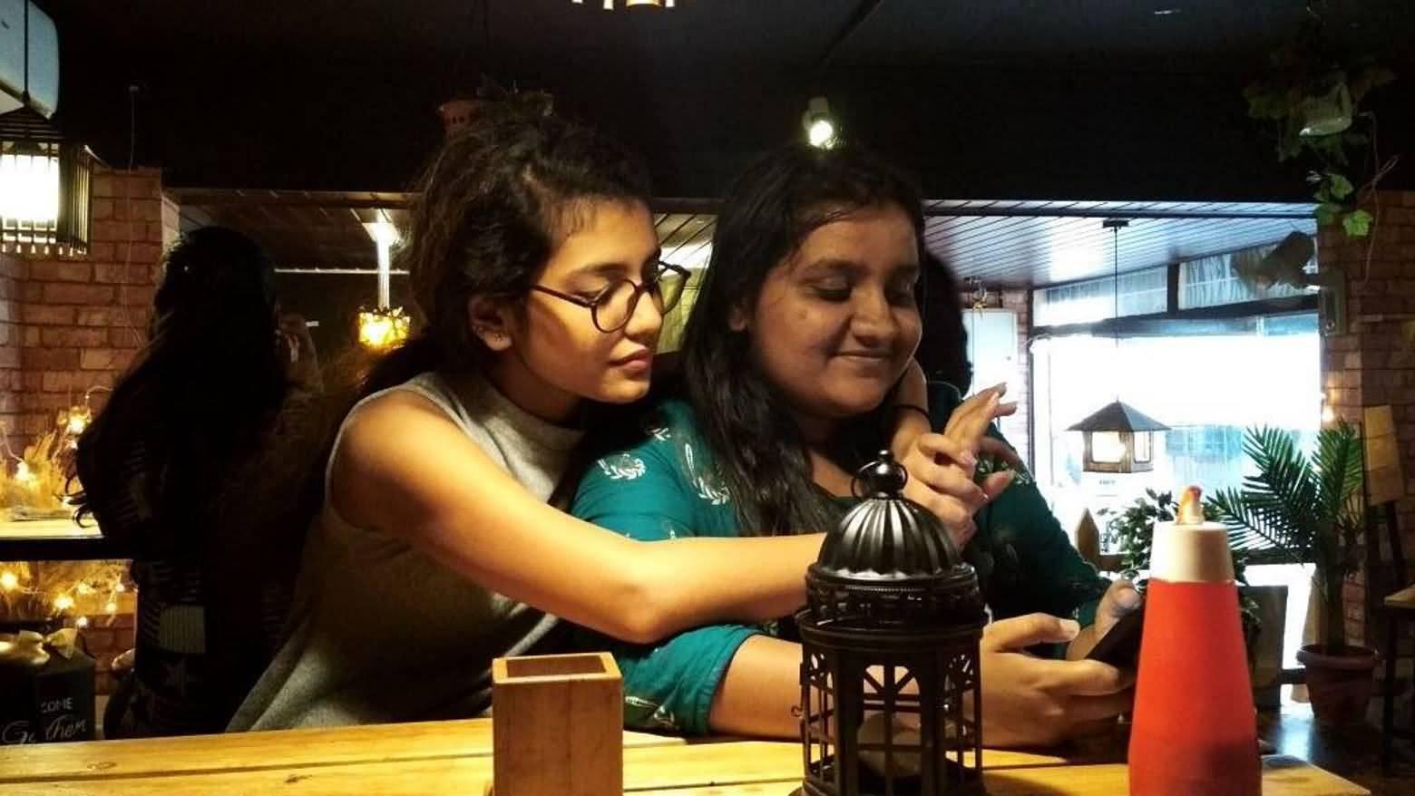 Priya Prakash Boyfriend (BF), Friends and Family 03