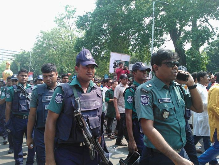 bangladesh police arrest gay men