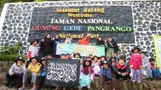 Depan Gerbang Taman Nasional Gunung Gede Pangrango