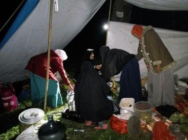 Para Penyelamat Peserta Tahfizh Camp dari Kelaparan :D