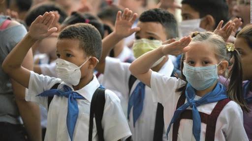 ¡A las aulas!: hipoclorito y nasobuco mediante.