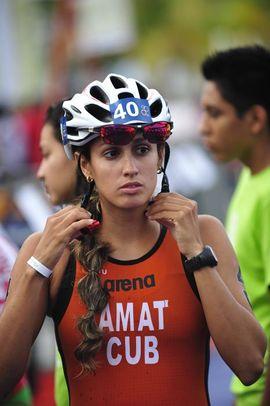 Desmentida otra Fake News de ADN Cuba, la triatleta Leslie Amat entrena y bien
