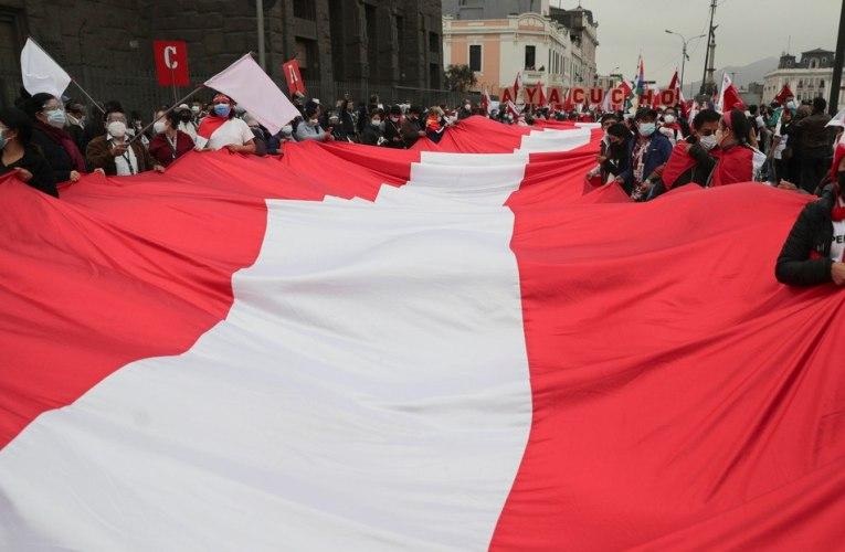 Tensiones en Perú por demora de proclamación de nuevo presidente