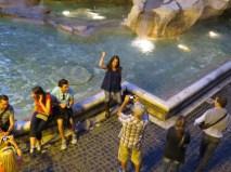 Gente en Roma - Fontana di Trevi