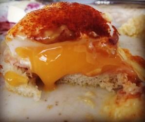 Eggs Benedict! En favorit på frukostmenyn.