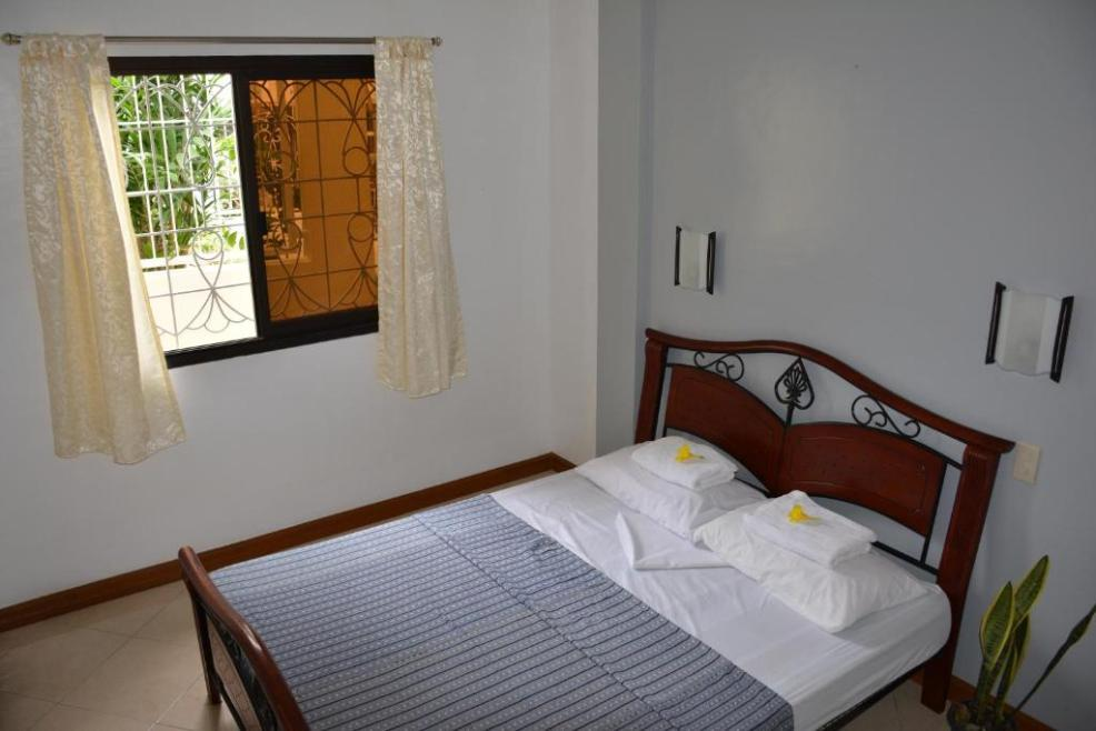 where to stay in Puerto Galera, Marion Roos Bungalow