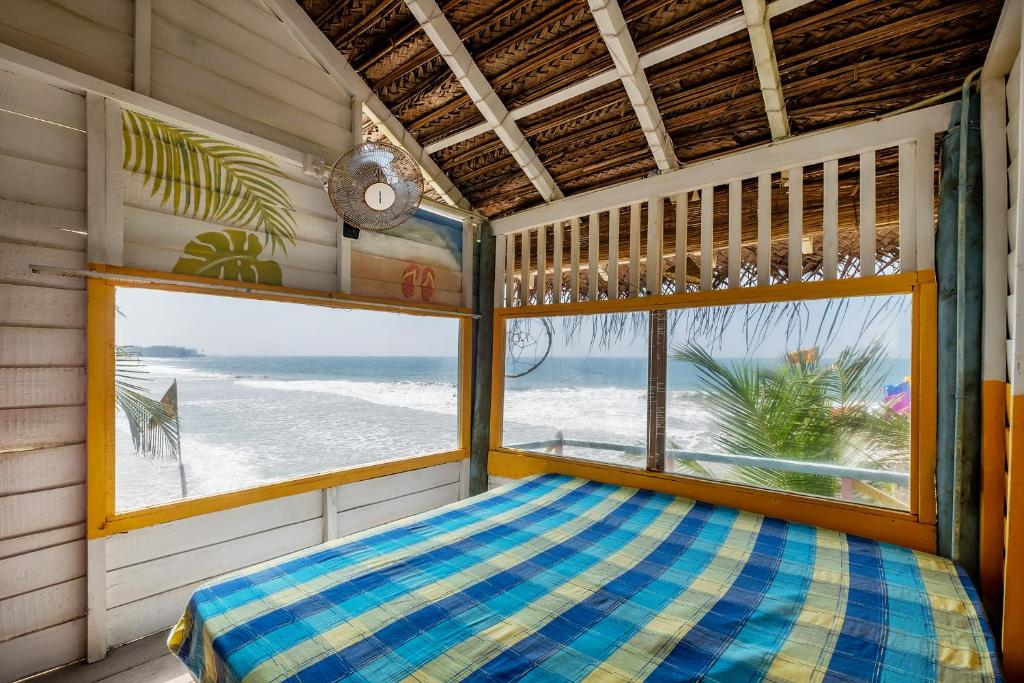 Tree House Room of Bara Beach Home in Sri Lanka