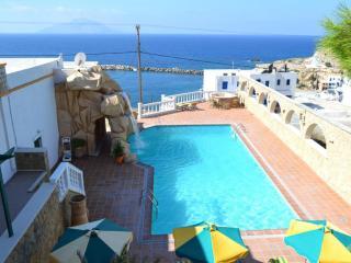 Hotel Finiki View