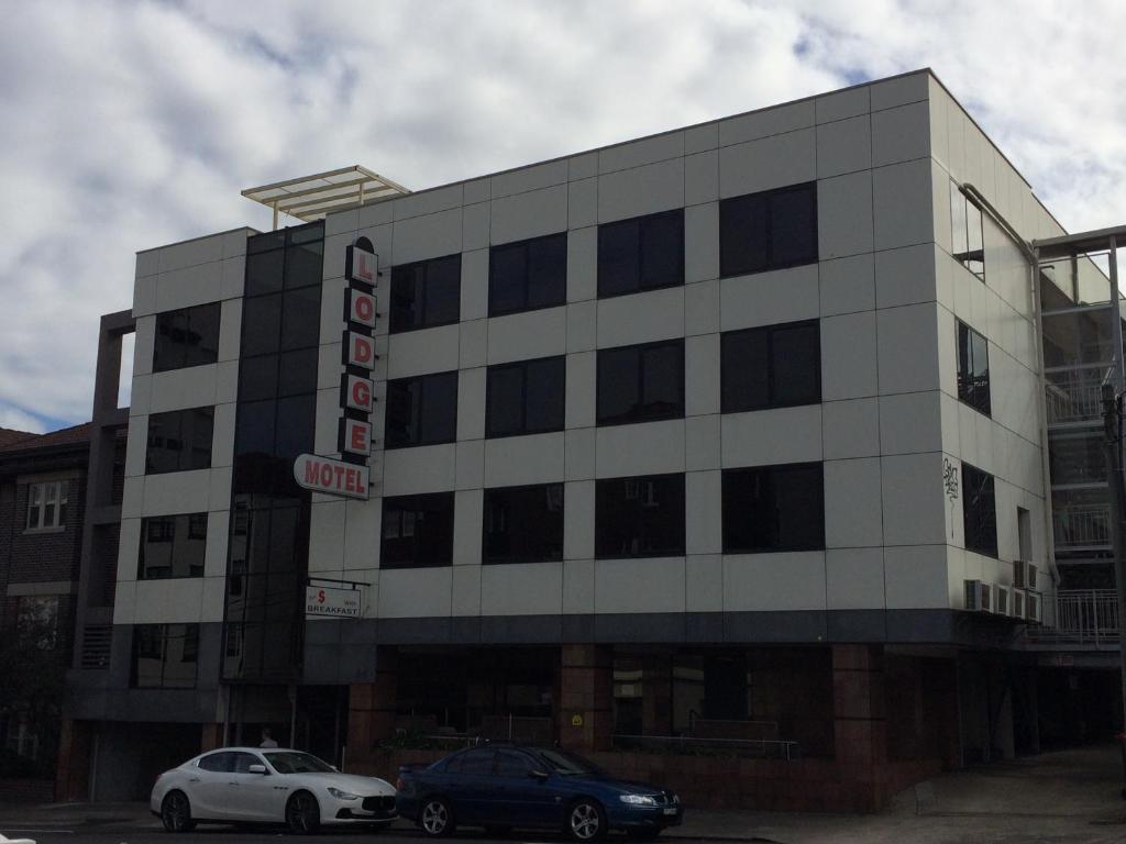 Edgecliff motel