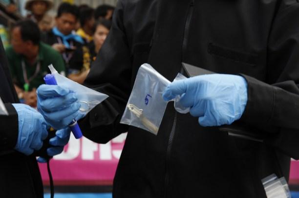 炸彈襲擊現場,警方發現之手榴彈配件