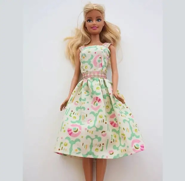 Можно сшить такой сарафан для куклы барби