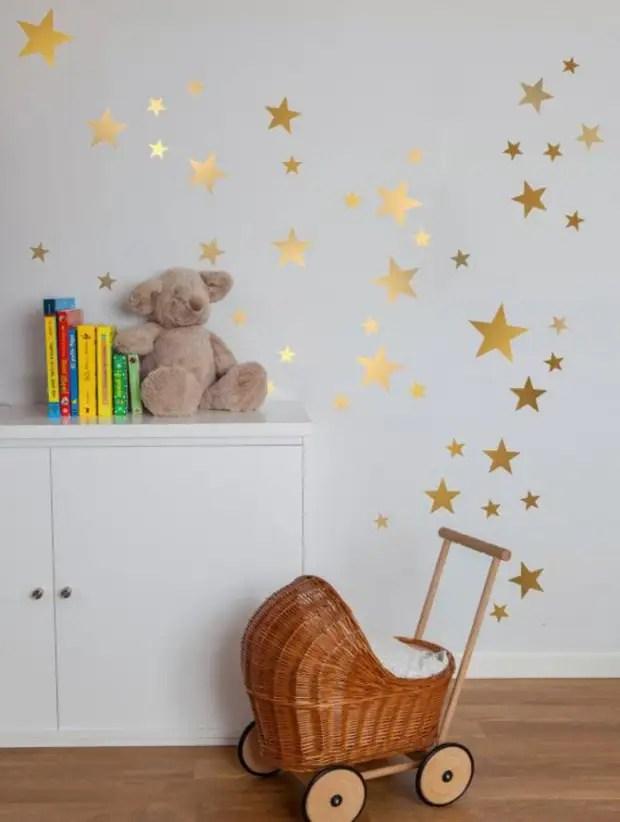 Os adesivos vão caber tanto para o quarto das crianças, o pequeno dono da sala pode ser atraído para decorar