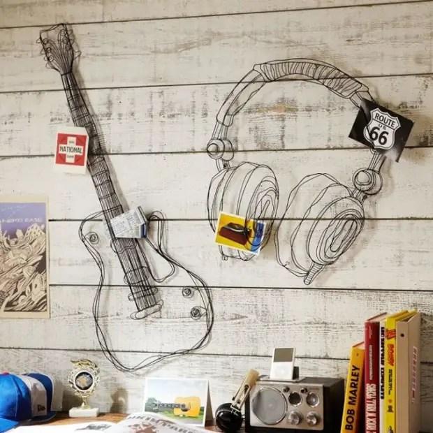 Decorações de fio de parede em uma sala de adolescente