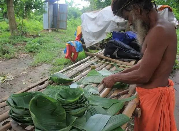Как делают тарелки из листьев банана