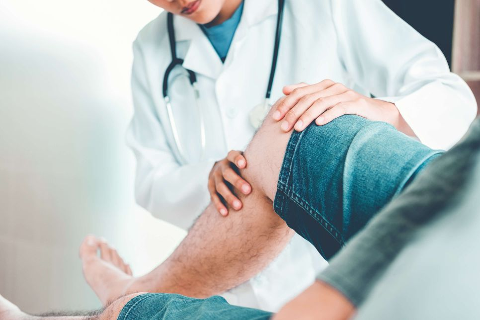 A patient with knee pain has a consult at a stem cell center in San Jose