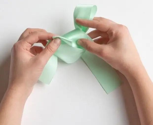Nauka wiązania chic łuk na prezent