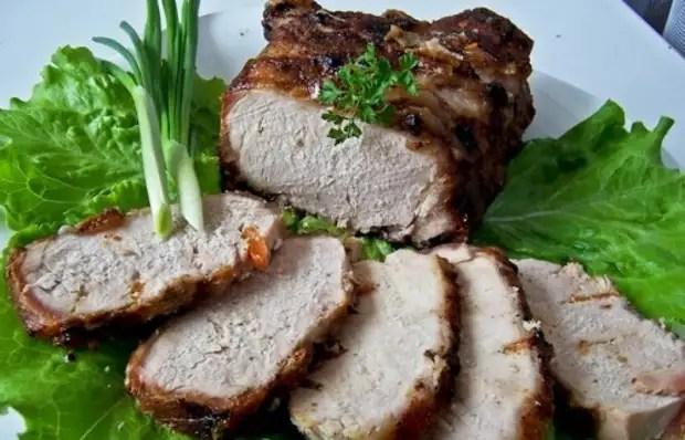 Bujenin af svinekød i adzhik