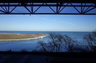 從會場窗戶看出去的湖景