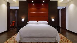 Sheraton-grand-conakry--Presidential-Suite-Master-Bedroom_cr